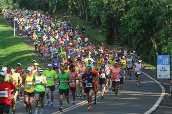 Inscrições para a Meia Maratona das Cataratas feitas no Marco das Três Fronteiras garantem descontos