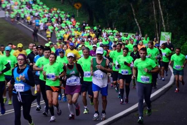 Meia Maratona das Cataratas reúne corredores de todo o Brasil